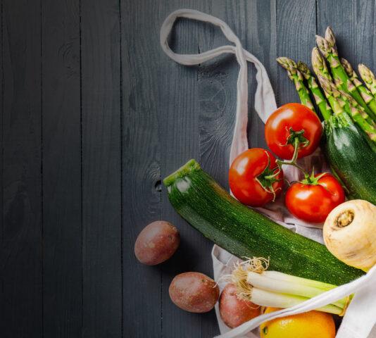 Jak przedłużyć świeżość owoców i warzyw w sklepie?