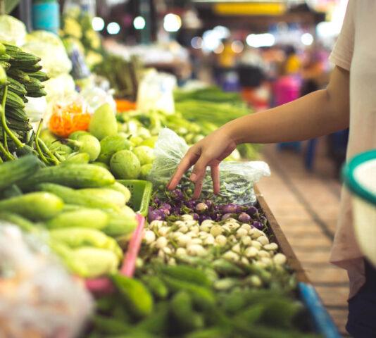 Po jakie owoce i warzywa Polacy sięgają najczęściej?